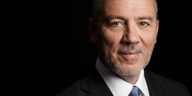 Avec cette cession, Stéphane Richard, le PDG d'Orange, s'assure, selon une source proche du dossier, que c'est l'Autorité de la concurrence française qui examinera le possible deal avec Bouygues Telecom.