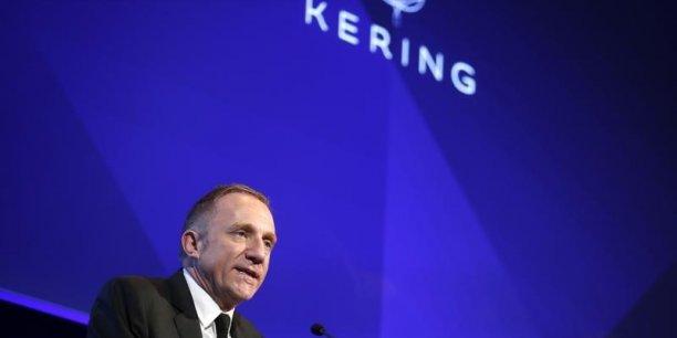 François-Henri Pinault, PDG du groupe Kering, a finalisé la cession de la marque italienne Sergio Rossi le 30 décembre.