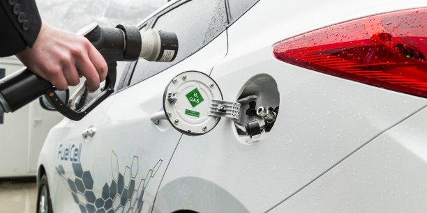 Née en 2010, Symbio FCell conçoit et produit des systèmes intégrant des piles à combustible hydrogène avec l'ambition de devenir le leader européen dans les applications transports. Ses solutions, conçues avec le CEA et Michelin et fabriquées à Grenoble sont notamment destinées à être installées sur des véhicules électriques de série afin de prolonger l'autonomie de leurs batteries.