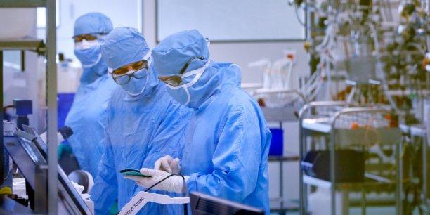La mise au point du vaccin Dengvaxia a pris 20 ans et coûté 1,5 milliard d'euros d'investissements en recherche-développement et outil industriel à Sanofi Pasteur.