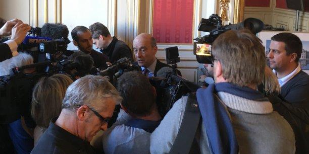Beaucoup de médias à l'occasion du point presse d'avant conseil municipal pour Alain Juppé cet après midi... les régionales et les enjeux nationaux sont passés par là.