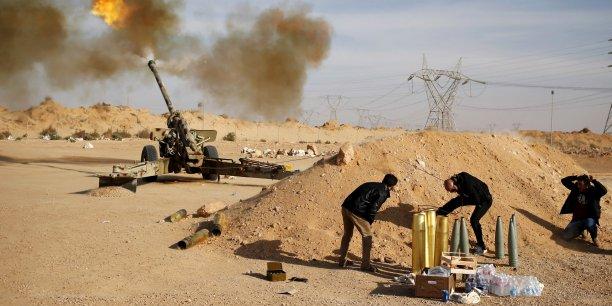 En mars 2015, le groupe des combattants de l'Aube libyens tentaient de repousser des djihadistes de Daech, non loin de Syrte.