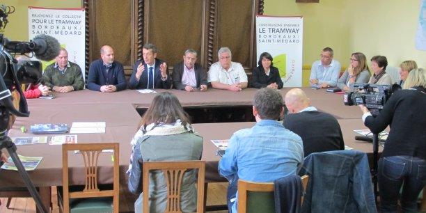 De gauche à droite: Jean-Marie Castagneau, maire de Salaunes ; Eric Arrigoni, maire de Castelnau ; Jacques Mangon, maire de Saint-Médard-en-Jalles ; Allain Camedescasse, maire de Sainte-Hélène ; Jacques Lassalle, adjoint au maire de Brach ; Prune Marzat, conseillère municipale déléguée (Lacanau)