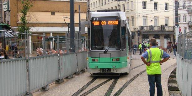 Illustration du tram stéphanois.