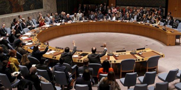 La résolution demande à l'ONU de préparer dans un délai d'un mois des options pour mettre en place un mécanisme de surveillance et de vérification du cessez-le-feu.