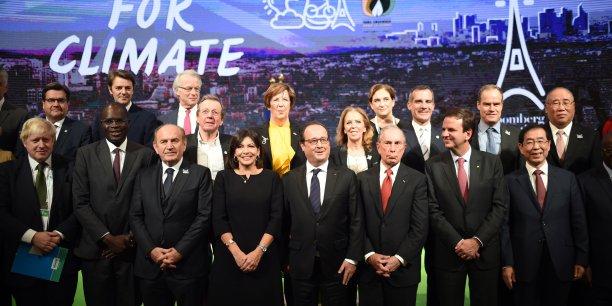Anne Hidalgo (au centre), Eduardo Paes (avant dernier au premier rang) et Eric Garcetti (juste au dessus à gauche) réunis lors de la COP21.