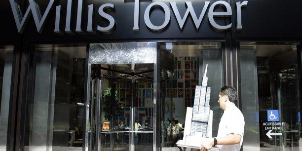 La Sears Tower, à Chicago (Etats-Unis), plus haut gratte-ciel du monde pendant un quart de siècle, avait été rebaptisée en juillet 2009 pour un temps par son principal locataire : le britannique Willis Group, numéro trois mondial du courtage en assurance.