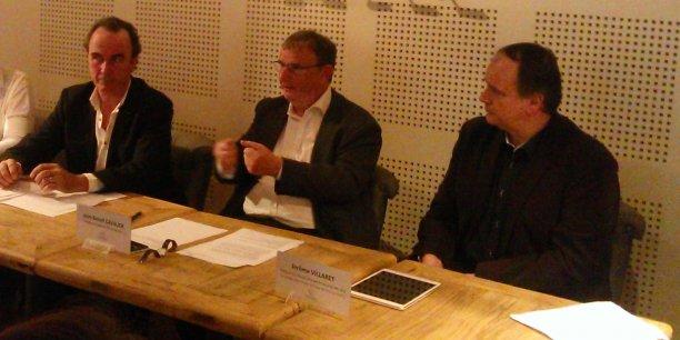 De gauche à droite : J.-P. Granier, directeur technique de l'AOC Languedoc, Jean-Benoît Cavalier, président de l'AOC Languedoc, et J. Villaret, délégué général du CIVL, ont présenté les performances économiques de l'AOC Languedoc le 18 décembre 2015 à Montpellier.