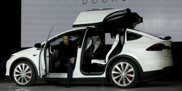 Tesla est malmené en Bourse après la médiatisation d'un incendie inexpliqué d'une voiture en Norvège.