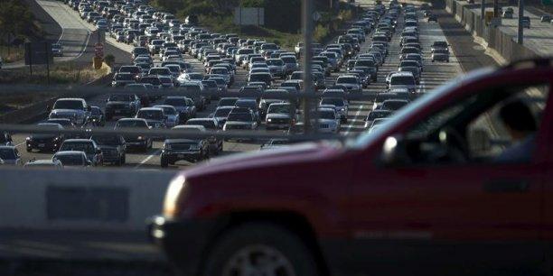 L'industrie automobile américaine a souffert pendant la crise financière et a touché le fond en 2009 avec 10,4 millions de véhicules vendus, soit le plus bas niveau, rapporté à la population, depuis la Seconde Guerre mondiale.