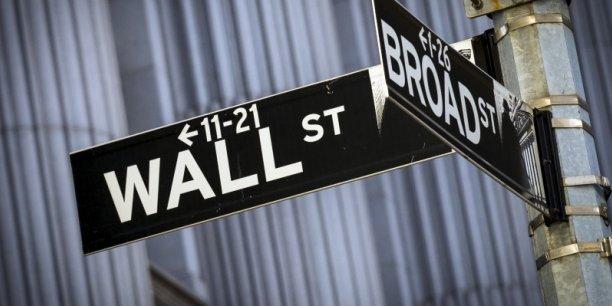 La Bourse de New York s'inquiète des effets d'une forte baisse du yuan, mais les tensions géopolitiques ont également plombé les investisseurs.