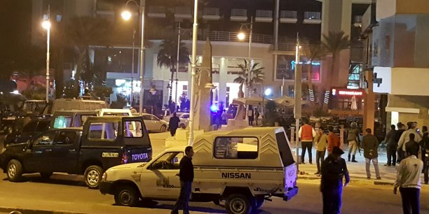 Les assaillants sont arrivés par la mer pour attaquer l'hôtel Bella Vista, situé sur la plage, ont déclaré des responsables des services de sécurité à l'agence Reuters.