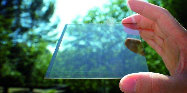 La start-up installée à Aix-en-Provence applique sa technologie Wysips au vitrage.