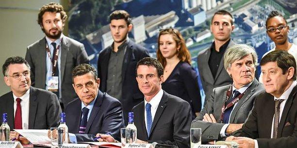 Jean-Philippe Puig, Xavier Beulin, Manuel Valls, Stéphane Le Foll et Patrick Kanner, devant les jeunes en formation tutorée à Lesieur