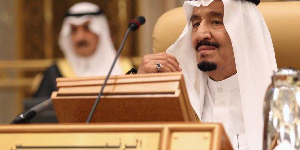 Pour financer son déficit en 2015, Riyad a puisé plus de 80 milliards dans ses réserves en devises qui grimpent à 732 milliards de dollars à la fin de l'année 2014.