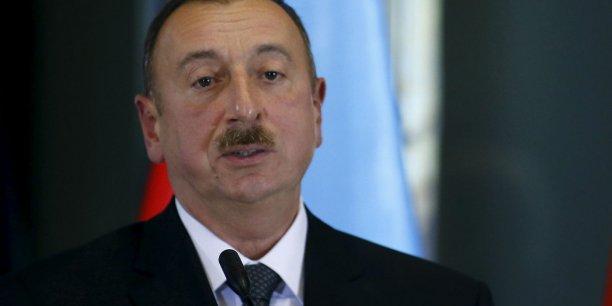 Pour faire face à la baisse de ses rentes tirées du pétrole, l'Azerbaïdjan est contrainte de mettre en place des mesures de privatisations massives, indique un communiqué du bureau de Ilham Aliyev, président depuis 2003.