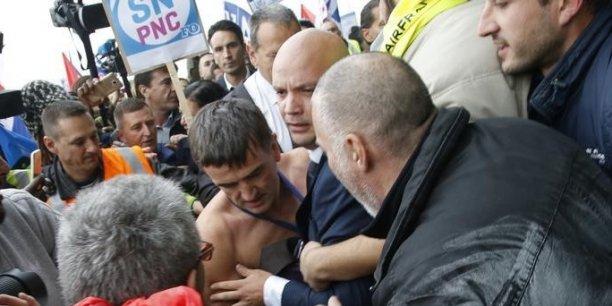 Lors des manifestations en marge du comité central d'entreprise d'Air France le 5 octobre 2015,  le DRH Xavier Broseta, un autre cadre et deux vigiles de la compagnie avaient été molestés.