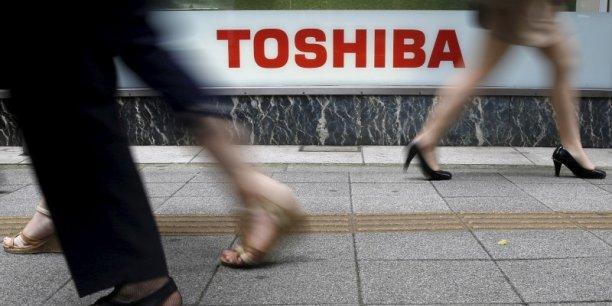 Toshiba tente de se remettre à flot après un scandale comptable représentant l'équivalent de 1,2 milliard d'euros.