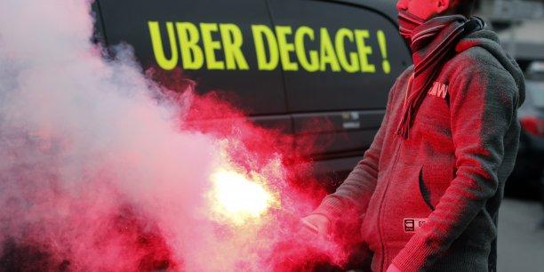Dans la nuit de vendredi à samedi, plusieurs incidents impliquant des chauffeurs grévistes avaient conduit au placement en garde à vue de six personnes à Paris.