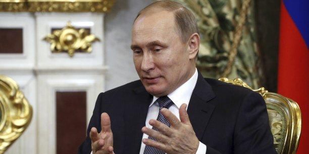 Vladimir Poutine doit affronter la chute du rouble et des cours du pétrole, dans un contexte de sanctions économiques et commerciale infligées à son pays.