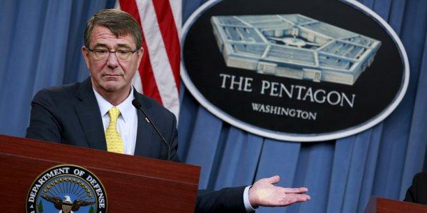 Le secrétaire américain à la Défense Ashton Carter a notamment annoncé que la lutte contre l'EI poussait l'armée à repousser jusqu'en 2022 le retrait de l'avion d'attaque au sol A-10, considéré comme un atout clef contre les jihadistes.