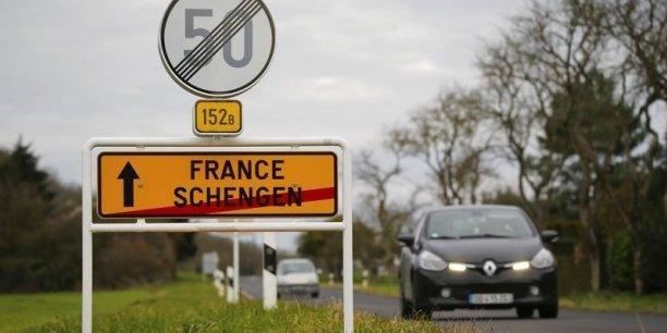 Le cabinet France Stratégie estime que les coûts du rétablissement général des contrôles aux frontières dans l'espace Schengen pourrait coûter jusqu'à 1 à 2 milliards d'euros par an à court terme, et jusqu'à 10 à long terme!