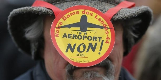 Interrompus en 2012 lors d'une première tentative d'expulsion, les travaux de l'aéroport, à 15 kilomètres au nord de Nantes, n'ont pas repris.