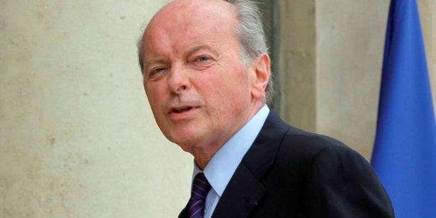 Jacques Toubon le Défenseur des Droits encourage les banques à renforcer la formation des chargés de clientèle et d'accueil en agences pour éviter ces discriminations dans l'accès au crédit
