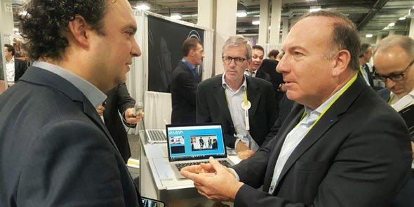 Dimitri Moulins, co-fondateur de Plussh, avec Pierre Gattaz, président du Medef, lors du CES de Las Vegas en janvier dernier