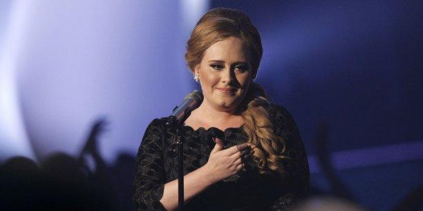 Fin 2015, le Daily Mail estimait qu'Adele gagnait 70.000 euros par jour en 2014. Sa fortune aurait grimpé de 24 millions d'euros cette année-là.