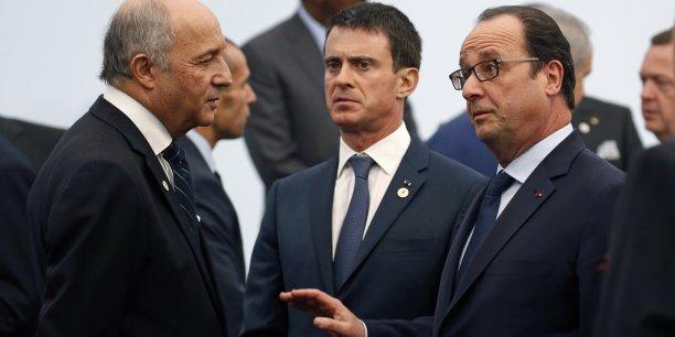 La démission de Laurent Fabius aura amorcé le mouvement. Lors du remaniement qui aura lieu jeudi 11 février, François Hollande et Manuel Valls souhaitent faire entrer des écologistes au gouvernement. (Photo prise lors de l'ouverture la COP21, juste avant la photo de famille, au Bourget, le 30 novembre 2015)