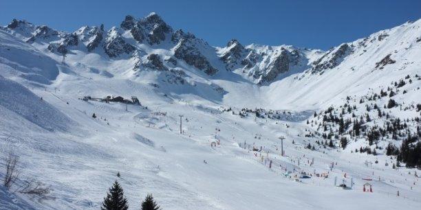 Comme beaucoup d'autres acteurs de la montagne, le directeur général du Crédit Agricole Savoie Mont Blanc regarde avec attention les signaux à venir et craint les conséquences d'uns saison blanche sur le reste de l'économie.