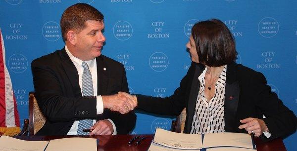 A gauche, le maire de Boston Marty Walsh et Karine Dognin Sauze, vice-présidente en charge de l'innovation à la métropole de Lyon.