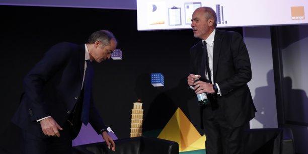 Stéphane Richard, le Pdg d'Orange, lors de la présentation des résultats annuels le 16 février 2016, avec (à gauche) Ramon Fernandez, directeur général délégué finances et stratégie.