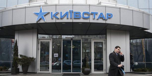Vimpelcom, opérateur télécoms basé à Amsterdam et coté sur le Nasdaq à New York, ainsi que sa filiale Unitel auraient notamment payé plus de 114 millions de dollars en pots-de-vin entre 2006 et 2012 à un haut responsable pour accéder au marché ouzbek.