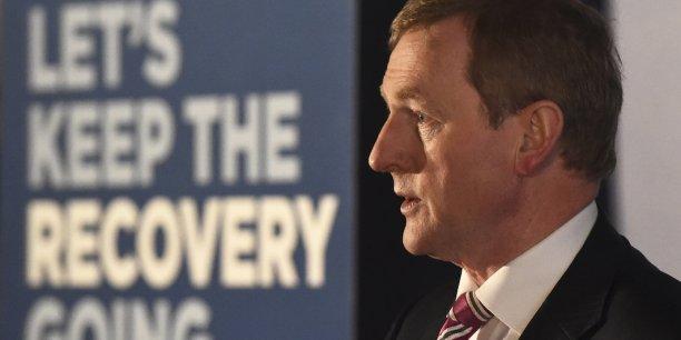 Enda Kenny et ses alliés travaillistes font campagne sur la continuité de leur politique. D'où ce slogan qui s'affiche partout dans les rues de Dublin : « Laissons la reprise continuer ». Pourtant, la confiance des consommateurs ne se traduit pas en confiance des électeurs.