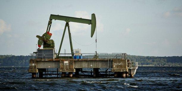 Pompe de production Vermilion sur le lac de Parentis dans les Landes