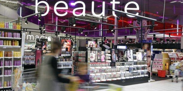 Sollicité par l'AFP, le président de la Fédération française des entreprises de la beauté (Febea), Patrick O'Quin, a également appelé les distributeurs à les retirer immédiatement du marché, conformément à la réglementation.