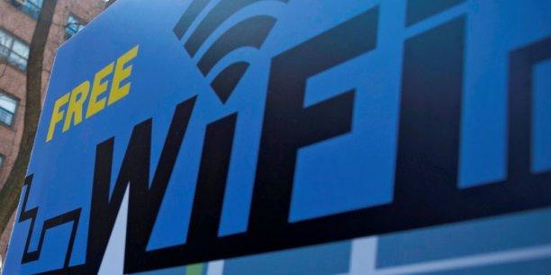 Les réseaux WI-Fi gratuits peuvent rendre nos appareils vulnérables aux Krack Attacks. Il faut savoir que si un hacker sait lire une partie de vos fichiers, il sait en vérité tout lire. Il n'y pas de demi-mesure sur ce point.