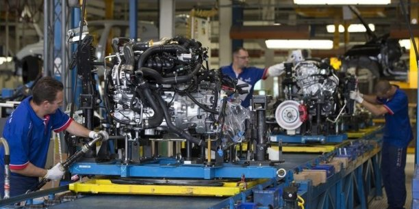 L'Insee souligne que  les entreprises industrielles demeurent un moteur essentiel de l'économie nationale, même si l'industrie en France connaît un lent repli.