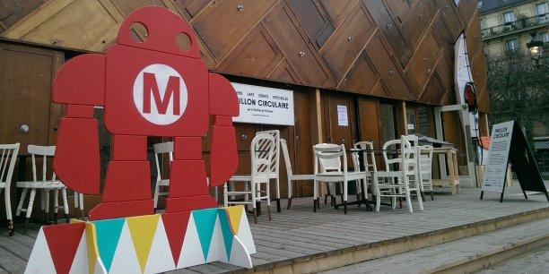 Pour l'occasion, la mairie de Paris a prêté à Maker Faire France le Pavillon circulaire, situé sur la place de l'Hôtel de ville, afin de présenter les projets de différents makers au grand public.