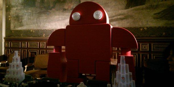 Même la mascotte des Makers a de quoi rebuter ceux qui ne s'intéressent pas à la robotique...