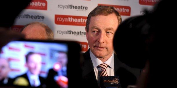 Lourde défaite électorale pour le premier ministre irlandais Enda Kenny (Ici, samedi 27 février, à son arrivée au bureau de vote de Castlebar).