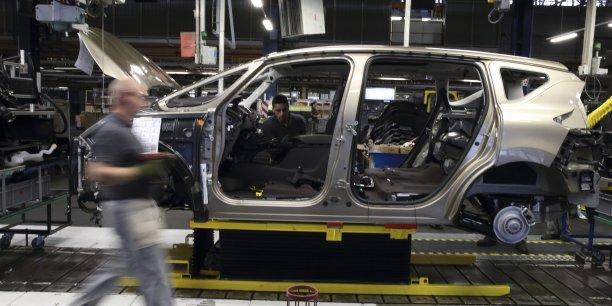 Bonne nouvelle quand même, Renault a récemment annoncé l'embauche de 105 personnes en CDI en 2016 sur son site de Douai (Photo: la chaîne de montage de l'usine Georges-Besse où  le tout dernier Espace - dans sa version SUV, donc - est assemblé.)