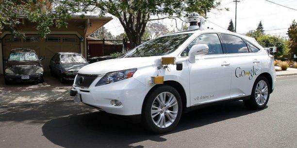 Comme le souligne le Financial Times, cet accident tombe à un très mauvais moment. Google lutte contre l'Etat de Californie qui exige qu'un conducteur humain soit dans le véhicule pour réagir en cas d'urgence.