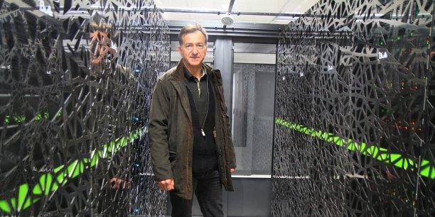 Le mathématicien Thierry Coupez, au cœur du supercalculateur de l'Institut Calcul Intensif de l'Ecole Centrale de Nantes.