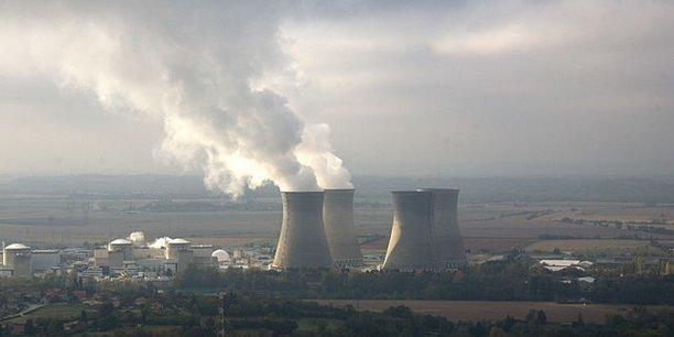 La ville et le canton de Genève contestent notamment le projet d'EDF de construire sur le site, éloigné de 70 km à vol d'oiseau de Genève, un centre de stockage de déchets nucléaires
