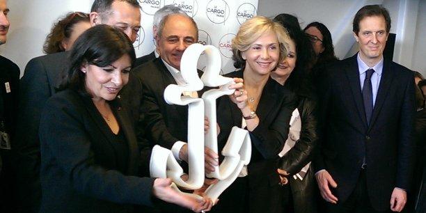 Anne Hidalgo et Valérie Pécresse ont symboliquement levé l'ancre du Cargo. À droite, François Dagnaux, le maire du 19e arrondissement.