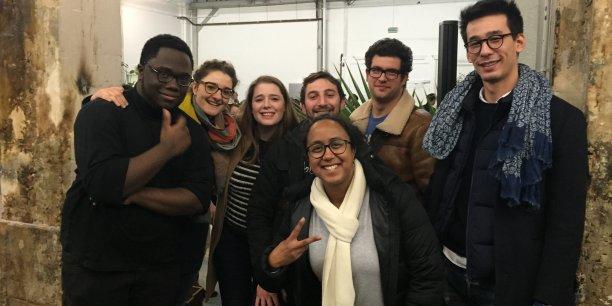 L'équipe du projet Textfugees, une plateforme d'envoi de SMS automatisés destinée aux associations d'aide aux réfugiés, a gagné le premier prix du hackathon TechFugees.
