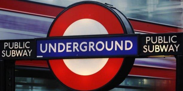 JCDecaux reste le leader de la communication extérieure au Royaume-Uni et démarre en ce moment même le plus grand déploiement numérique au monde avec 1.000 écrans au format 2 mètres carrés (84 pouces) sur les abribus de Londres, a déclaré le groupe après cette annonce.